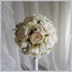 Do your own flower bouquet and boutonnière helps you to speak your heart out